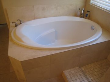 Extra large soaking tub!