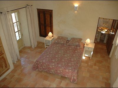 Master bedroom with earth tiles - Vacation rental in Luberon, Provence