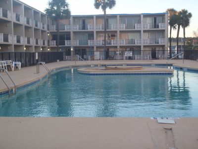 $31 per night sleeps 4 - 2 double beds - Efficiency Poolside