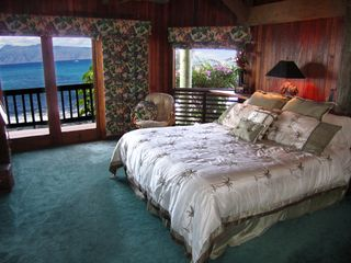 Napili estate photo - Main Floor Master Bedroom on the Ocean