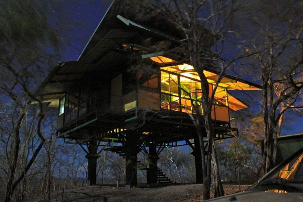 Luxury treehouse for rent vrbo for Rent house for a night