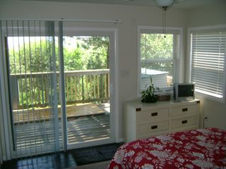 Kitty Hawk townhome photo - Master BR with queen bed, private bath, & shaded deck (Bottom Floor, Oceanside)