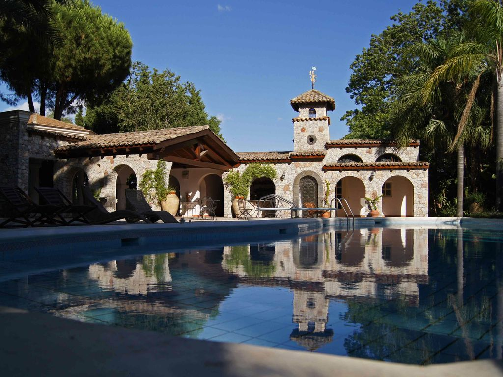 A stunning country house set in a magnificent for Mediterranean country house