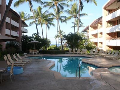 Kailua Kona condo rental - If you do not feel like the beach, you can kick back around the pool and spa