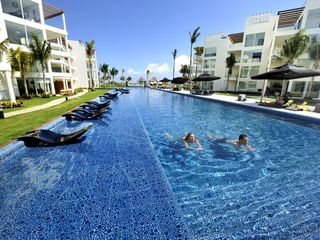 Playa del Carmen condo photo - HUGE Swimming Pool
