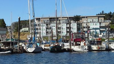 Nanaimo's Prime Harbourfront Residence:  Comfort, Luxury and Convenience