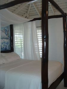 Duncans villa rental - 4 Poster Queen Bamboo Bed