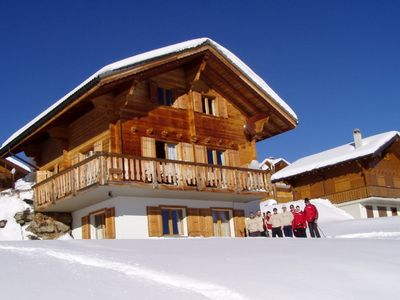 Comfortable chalet at 1,900 m./6,200 ft.directly on the ski trail 4 Vallees