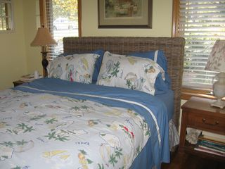 Laurel house photo - queen size bed in guest room