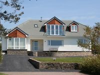 5 Bed Property, Quiet Sea Front Position with Fantastic Sea Views