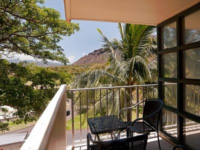 Outdoor Lanai with park and Diamond Head Views