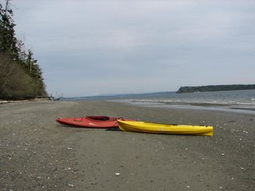 Long, sandy beach; kayaks for guest use