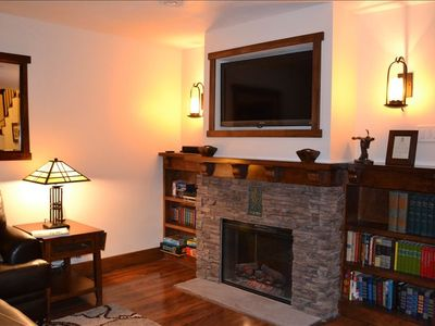Enjoy the flat screen TV, fireplace, Playstation 3, or curl up with a good book