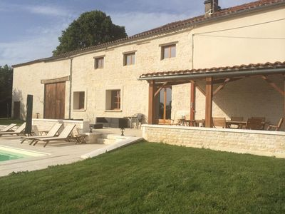 Charente cottage for 8-10 people with swimming pool