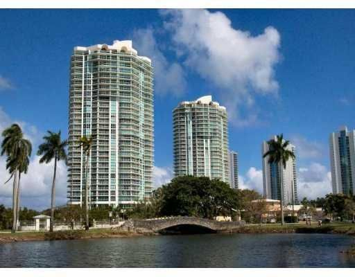 Beautiful 2 bedroom Condo overlooking Ocean and Intercoastal