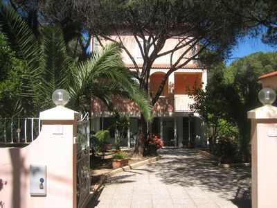 elegant villa of 240 square meters with all amenities 100 meters from a private beach