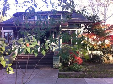 Sacramento bungalow rental - Home away from home.