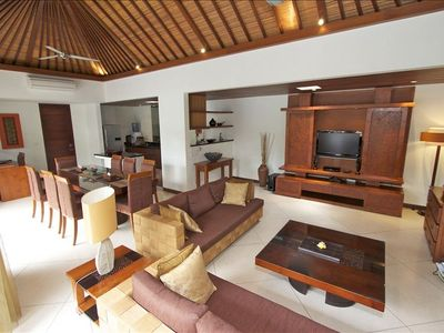 Sanur villa rental - Living and Dining room in modern balinese style