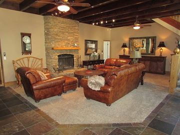 Snow Summit house rental - First Living Room - Stunning Mountain Decor