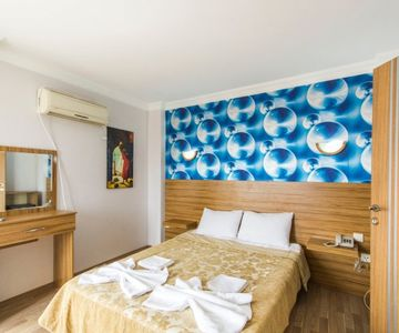 Private Room For 3 With Air Conditioner, Sea View,in Sultanahmet - 701