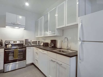 Fresh Modern 4 bedroom 3 Bath APT, Downtown, Convention Center