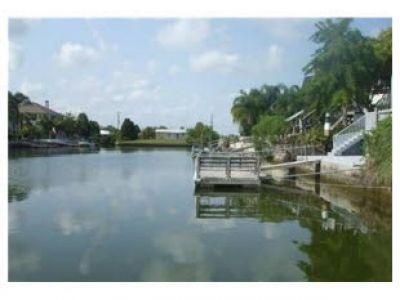 Canal behind home- direct access to Gulf of Mexico-bring your boat or rent one