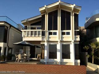 Balboa Peninsula house photo - 1616 is at a fantastic location on the beach, near the Newport Pier and 15th street shops, not far from the Balboa Pier.