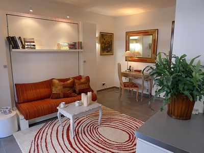 Lovely studio located in the heart of Beaulieu!  Shops, Grocery, Dining!