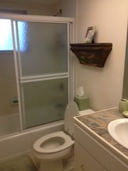 Cape Coral villa photo - This full bath is shared by twin bedroom and queen bedroom.