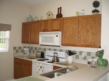 Fully equipped kitchen with dishwasher, fridge/freezer, microwave, utensils