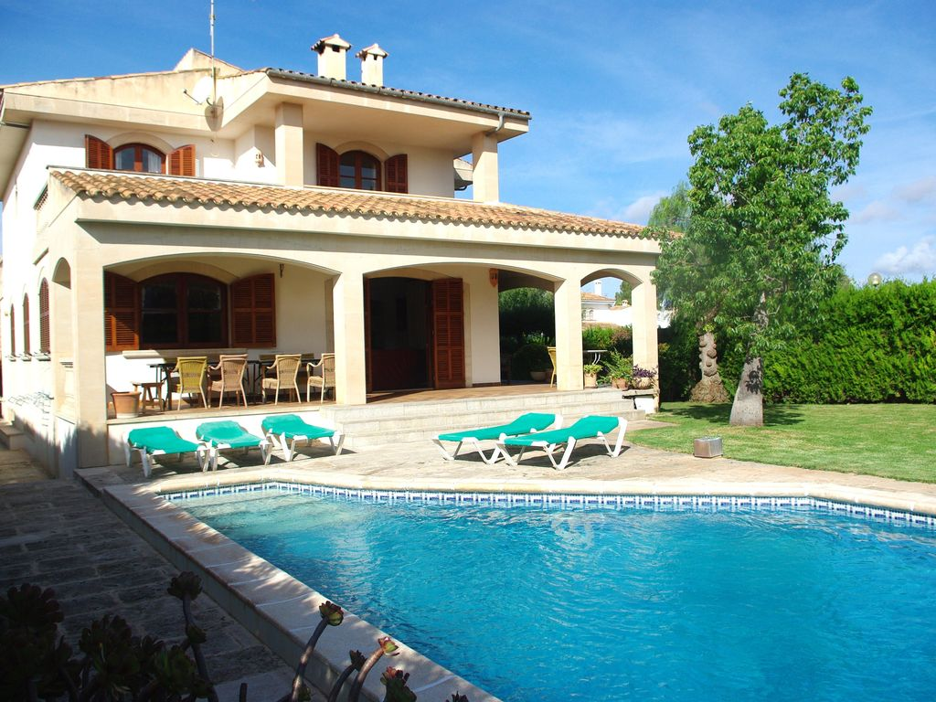 Beach and relax in house with private homeaway sa r pita for Imagenes de casas con jardin y piscina
