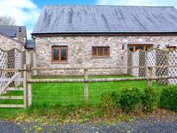 RIVERSIDE BARN, family friendly, with a garden in Gilwern, Ref 905876
