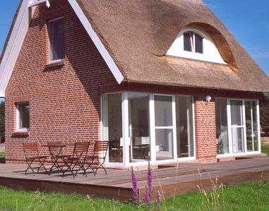 Baltic holidays in high-quality thatched roof house
