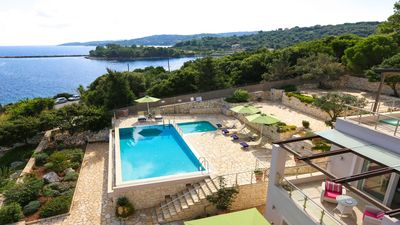 Villa With Private Pool, Sea Views & Garden, BBQ, Only 10min walking from Gaios