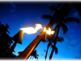 Waikiki condo photo - Spend your evenings on a romantic torch lit beach ...