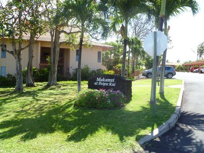 Poipu condo rental - Entrance to Makanui has path with no steps if you prefer