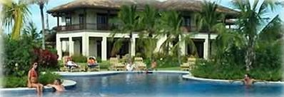 Club house with large pool and gym -Villa Colibri & Villa de los sueños