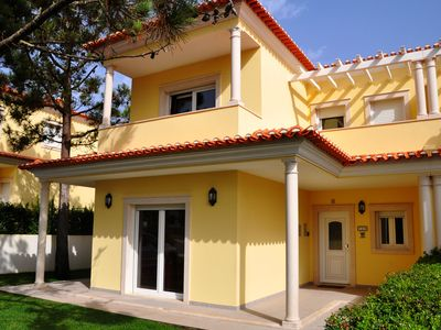 Bom Sucesso villa rental - Front elevation and balconies