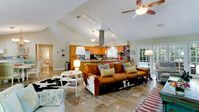 Goldeneye Luxury Private Home, Pool,All Day Sun,  free WiFi cable ,bikes