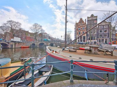 Beautiful large apartment located in the historic old center of Amsterdam