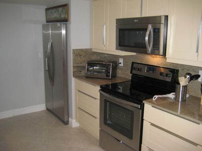 Delray Beach condo rental - Kitchen with new stainless steel appliances