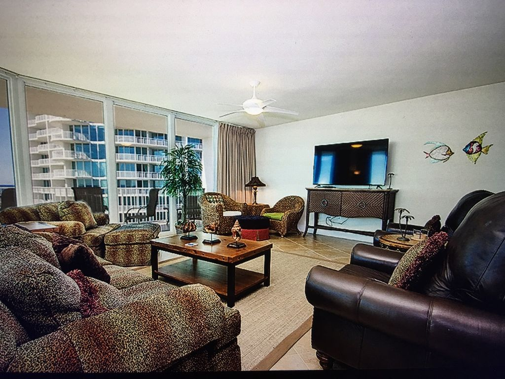 Spacious 4 bedroom beautiful view of the gulf vrbo for Living room with lots of seating