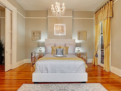 3BR/1.5BA/Sleeps 13--Steps from the French Quarter--Stay In The HBO Treme House