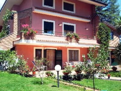 Villa with garden on the slopes of Etna, private parking area, panoramic.