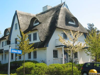 Vacation home & vacation apartment under a thatched-roof on the beach in Zingst