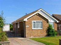 PARK VIEW, pet friendly, with a garden in Filey, Ref 26149