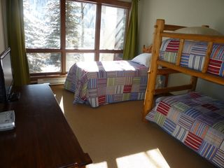 Vail house photo - Bedroom 3 - Bunk Beds & a Twin Bed **If Needed a 2nd Twin Bed Can Be Set Up **