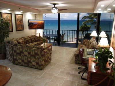 "KS 360 Great room with porcelain tile floors, 47"" LED TV, desk & ocean"