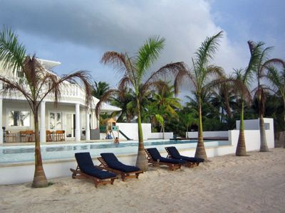 Grand Cayman villa rental - Contemporary infinity edge pool
