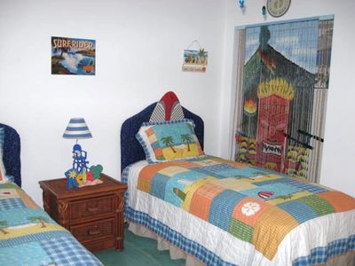 2nd Bedroom- great for your favorite Beach Lover :) 2 Twin Beds, TV
